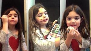 بالفيديو : طفلة صغيرة تشعل مواقع التواصل لوضعها المكياج