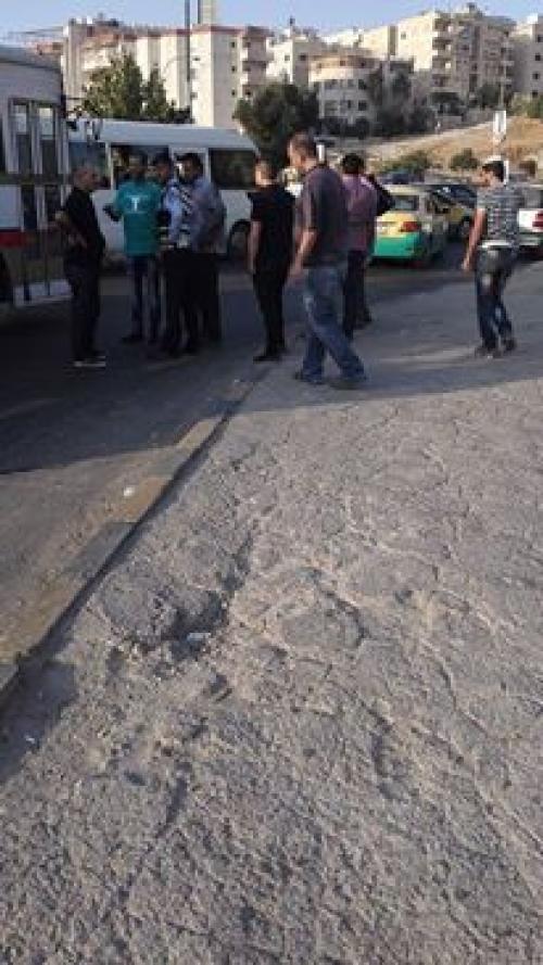 بالصور .. الاعتداء على رقيب سير في شارع الاستقلال