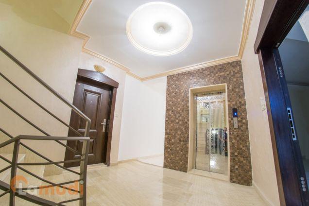 شقة ارضية مع ترس و مدخل خاص و كراج في عمان الغربية للبيع من المالك مباشرة