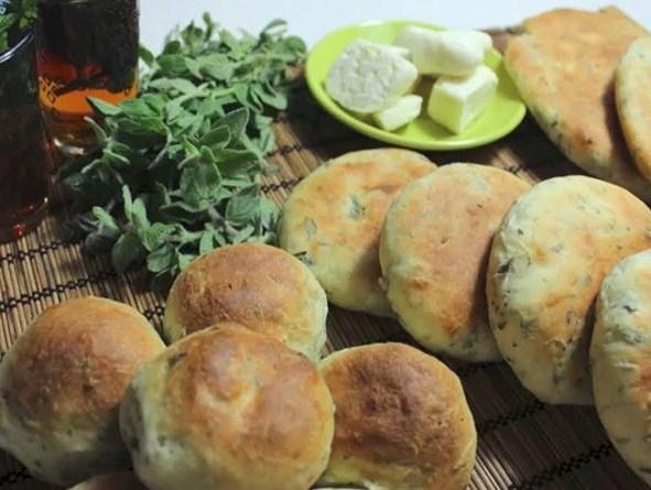 فطاير بالزعتر الأخضر والجبن