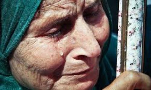 امام اهل الخير  .. سيدة يمنية ترقد على سرير الشفاء ليس بحيلتها ادنى تكاليف العلاج