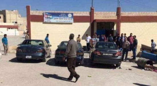 توقيف (4) اشخاص  شاركو بالاعتداء على  المعلمين داخل مدرسة المرقب الثانوية