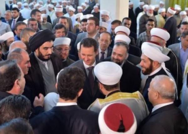 بالصور .. الأسد يؤدي صلاة العيد بجامع الحمد بدمشق
