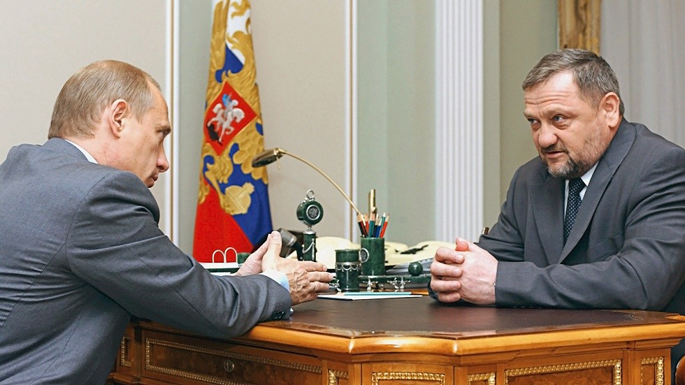 رئيس جمهورية الشيشان الروسية يكشف أمام شباب أردنيين عن حديث مصيري دار بينه وبين بوتين سنة 2004