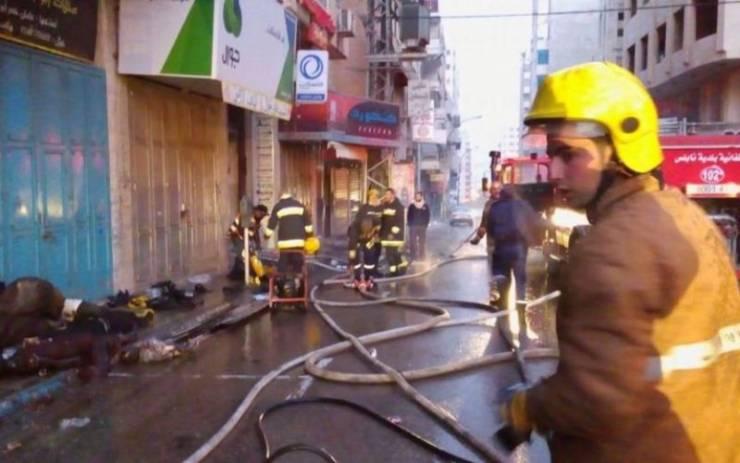 إخماد حريق بمول تجاري في غزة