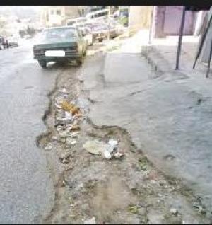 الكرك : بلدة مدين نفايات متراكمة و شوارع مهترئة
