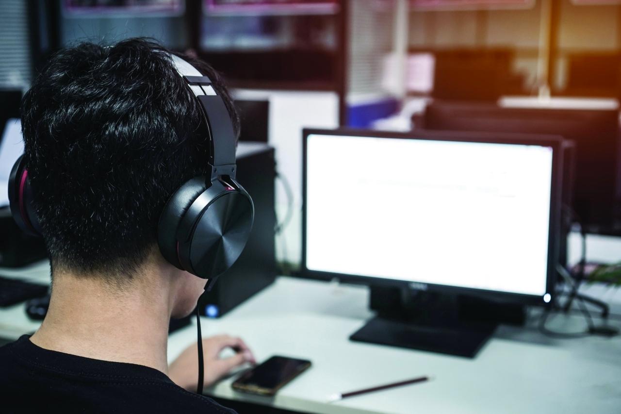 تحذير من منصات إلكترونية «مجهولة» لحل الاختبارات في الامارات