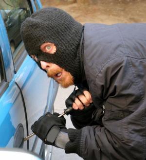 الامارات : شرطة الشارقة تلقي القبض على  عصابة متخصصة بسرقة السيارات (صورة)