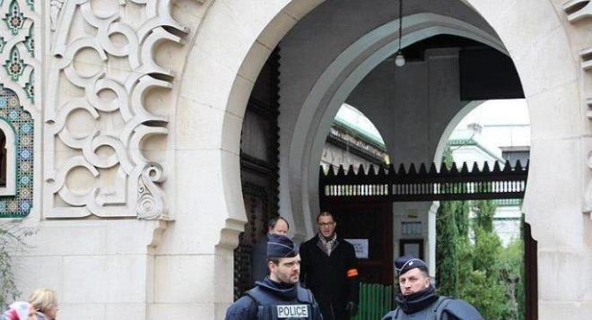 إغلاق 9 مساجد في فرنسا