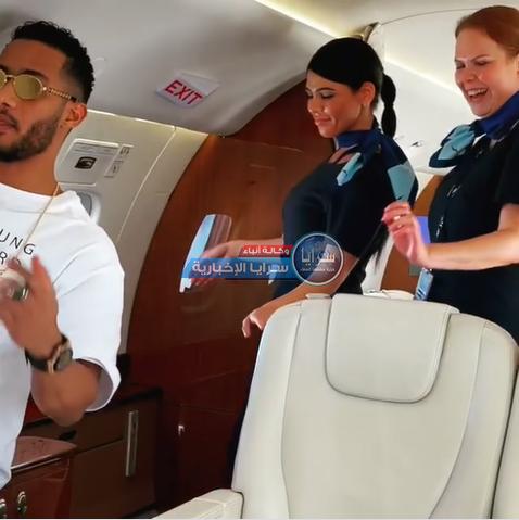 """بالفيديو  ..  محمد رمضان يثير الجدل بعد رقصه مع """"مضيفتي"""" طيارته الخاصة"""