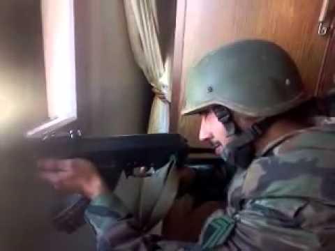 شبيح يوثق مقتله بكاميرته خلال التسليه بقتل المدنيين (فيديو)