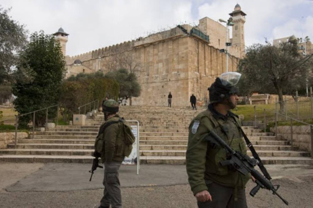 الاحتلال يمنع استكمال أعمال الصيانة في المسجد الإبراهيمي