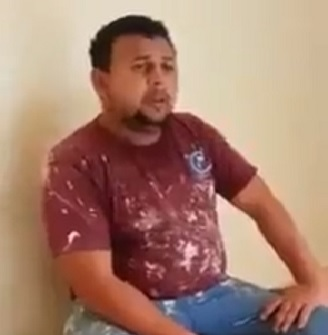 يالفيديو   ..  عامل يُرتل القرآن بصوت رائع أثناء إستراحته