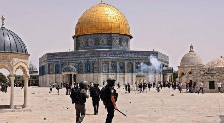 مستوطنون يقتحمون باحات المسجد الأقصى تحت حماية مشددة من شرطة الاحتلال