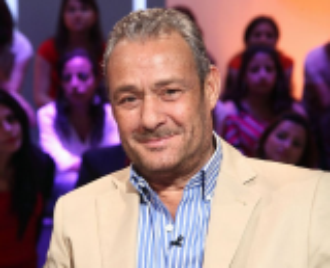 صورة .. فاروق الفيشاوي يحدث جدلاً برأيه الصادم في الفنانات المحجبات