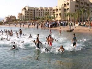 حكم السباحة للصائم في نهار رمضان