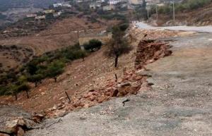 """اربد : انهيار جدار استنادي في """"جديتا"""" بعد اسبوع على بناءه"""