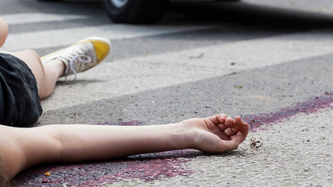 مأساة طبيبة مصرية ..  اقتحموا شقتها بحجة اختلائها بصديق فانتحرت