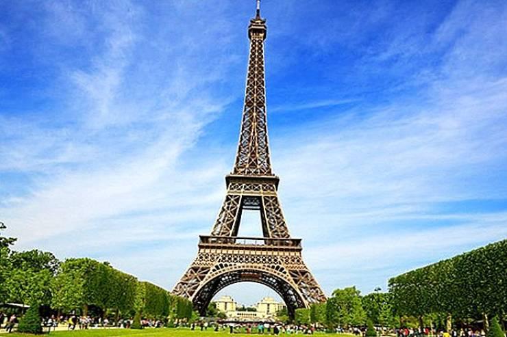 فرنسا تلزم القادمين من 16 دولة بإجراء فحص كورونا