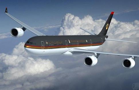 """تحويل مسار طائرة للملكية من منتصف المحيط الاطلسي إلى كندا لإسعاف مسافر أصيب بـ""""ذبحة صدرية"""""""
