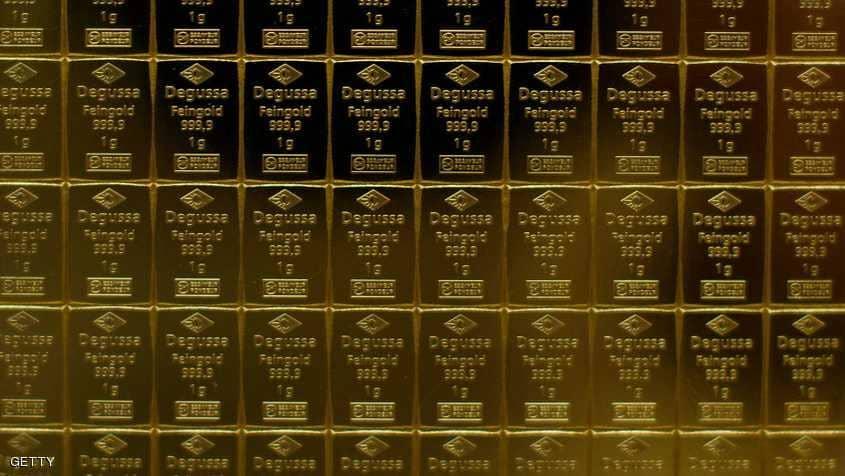 الذهب يستقر والدولار قرب أدنى مستوياته في 3 سنوات