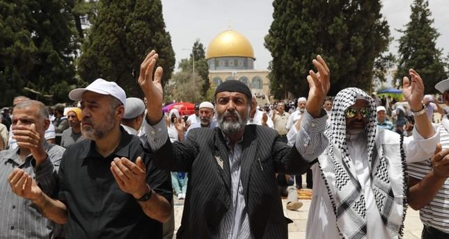 ألف مصل أدوا صلاة الجمعة الثالثة من رمضان بالأقصى