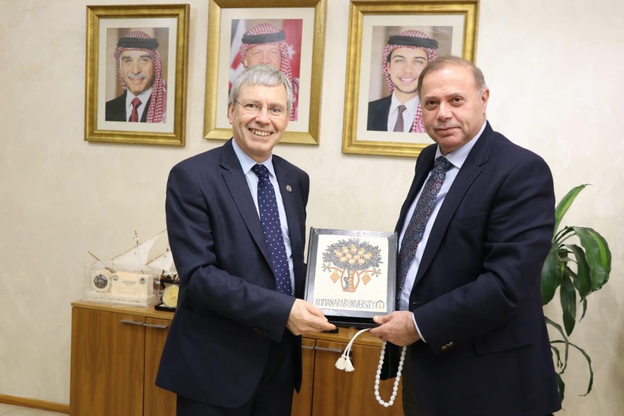 """بحث الحصول على الاعتمادية الدولية لصيدلة """"عمان العربية"""""""
