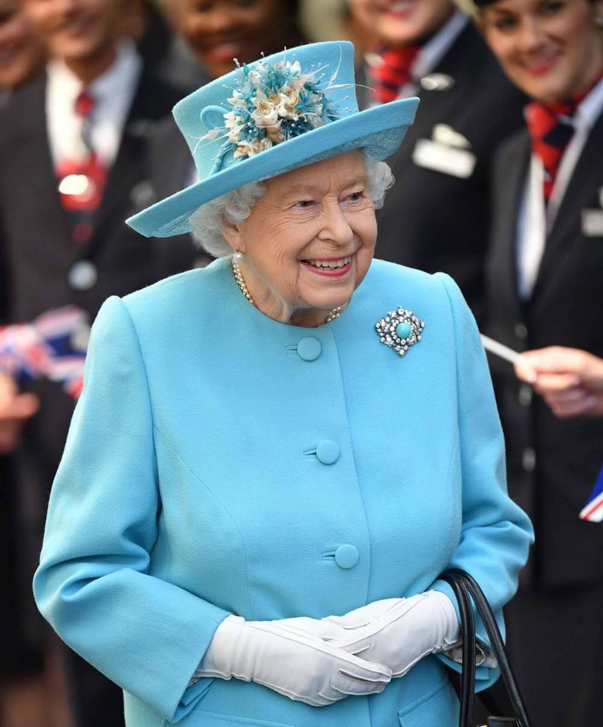 للمرة الأولى منذ 33 عاماً تمرد في القصر الملكي يربك الملكة إليزابيث الثانية