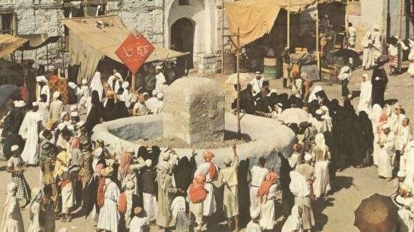 بالصور  ..  شاهد كيف تطور مشهد رمي الجمرات خلال 130 عاماً