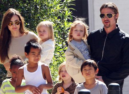 أنجلينا جولي وبراد بيت يحددان موعد زفافهما