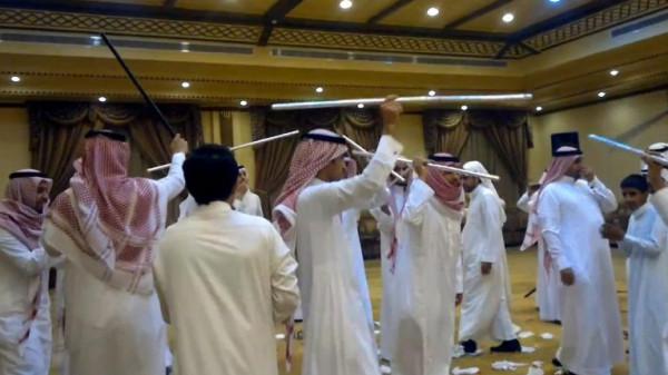 """وصف نفسه بـ""""الفارس"""" ..  مُسن سعودي يحتفل بزواجه للمرة الـ 12 ويثير مواقع التواصل الاجتماعي"""