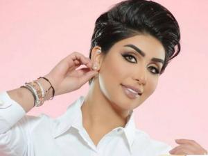 """""""صورة """"النجمة الكويتية هنادي الكندري بعد خروجها من عيادة التجميل تصدم جمهورها"""