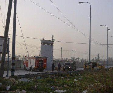 بالصور  ..  الاحتلال يغلق شارعا في رام الله بالمكعبات الاسمنتية