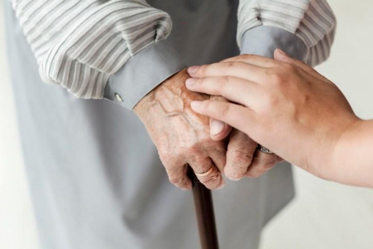 جدتي ترفض البقاء في المستشفى