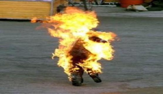 اربد : شاب يشعل النار بنفسه على دوار الرمثا
