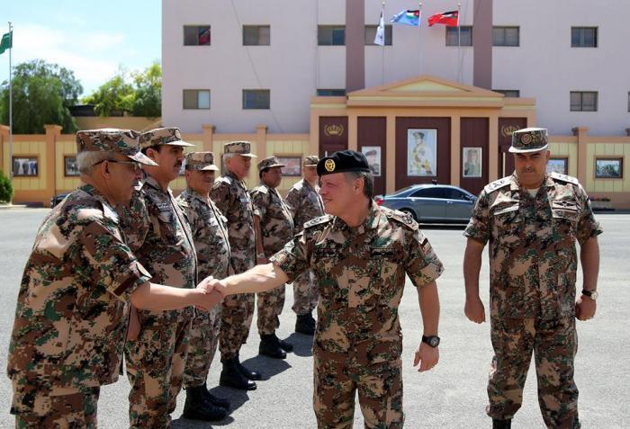 بالصور.. الملك يزور القيادة العامة للقوات المسلحة الاردنية
