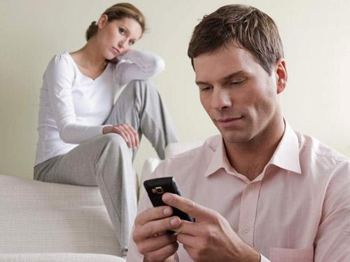 زوجات: أغار من الهاتف الذكي لزوجي