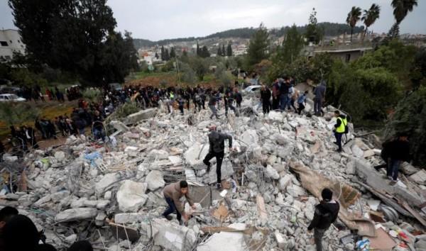 الاحتلال يشن حملة اعتقالات بجنين ومواصلة البحث تحت أنقاض المنازل المدمرة