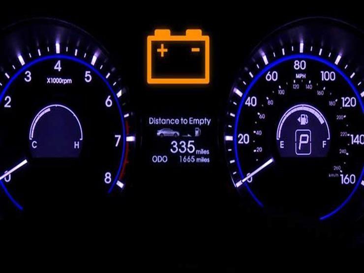 تعرف على التصرف الصحيح عند إضاءة لمبة بطارية السيارة