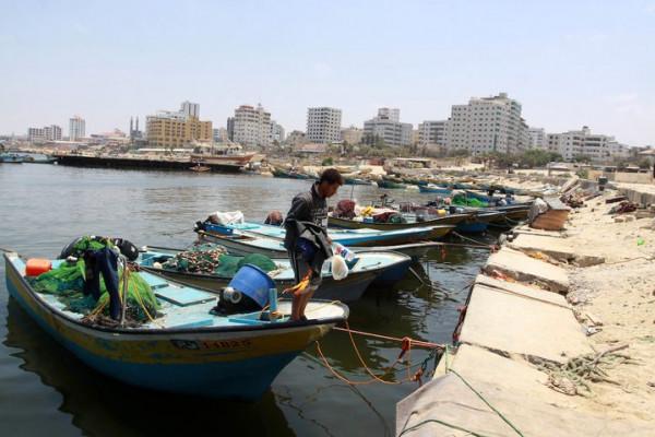 قوات الاحتلال تُفرج عن صياديْن شقيقيْن تم اعتقالهما أمس