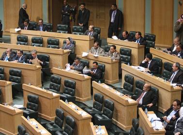القانونية والإدارية النيابية تشطب مساواة النائب بالوزير في التقاعد