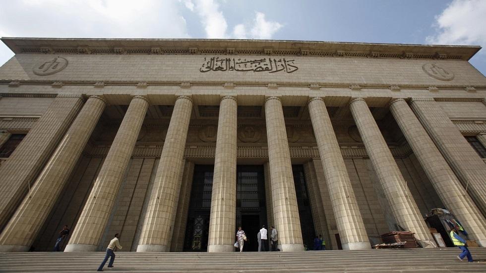 50 تلميذاً مصريا تحرشوا بمدرّسة بعد منعها لهم من الغش  ..  و هذا ما أقرته المحكمة