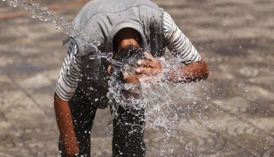 درجات الحرارة تلامس حاجز الأربعين و تحذيرات من التعرض المباشر لأشعة الشمس