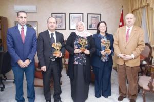 وزير الثقافة يكرم الفائزين في جوائز عربية لعام 2017