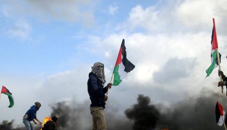 إصابة العشرات من الفلسطينيين بالاختناق بعد مواجهات مع قوات الاحتلال