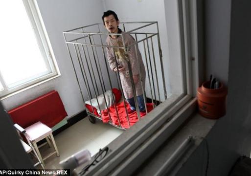 حبست إبنها 40 سنة فى زنزانة لتخفى سره!