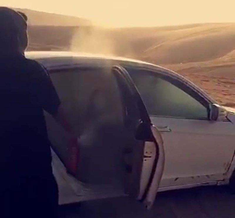 بالفيديو ..  متهورون يسرقون السيارات للتفحيط بها وإحراقها