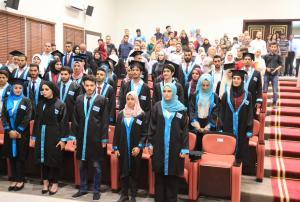 رعى نائب رئيس جامعة الزيتونة الأردنية الدكتور محمد المجالي حفل تخريج الفوج السابع عشر من طلبة دورات الدبلوم