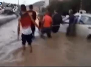 """60 دقيقة أمطار """"تغرق"""" مدينة جزائرية ..  وفيديو يرصد الكارثة"""