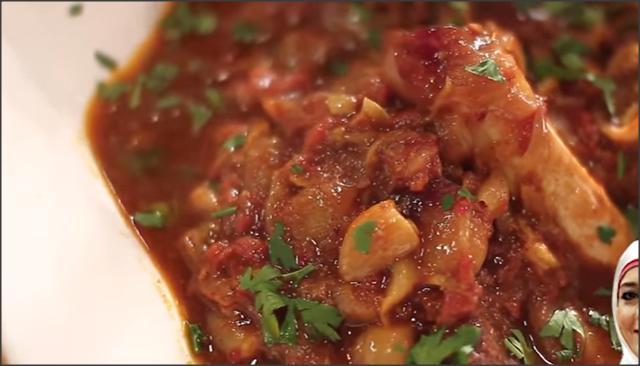 بالفيديو .. طاجن اللحم بالبصل والثوم